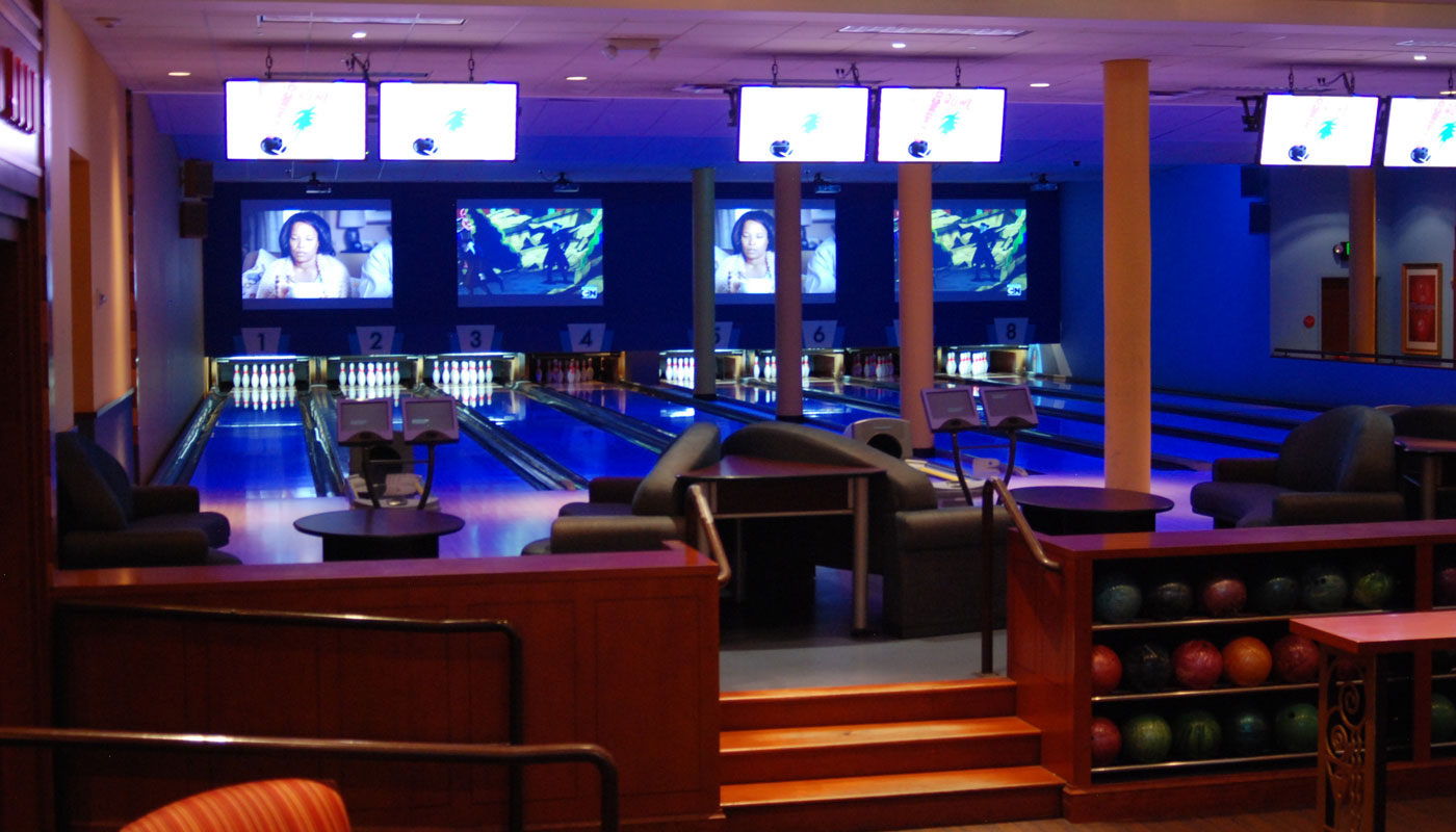 Flamingo Bowl main room lanes